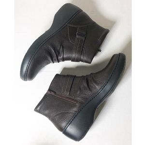 Clark's leather ankle boots comfort size 9 US